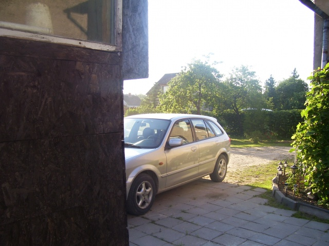 Pārdod Mazda 323