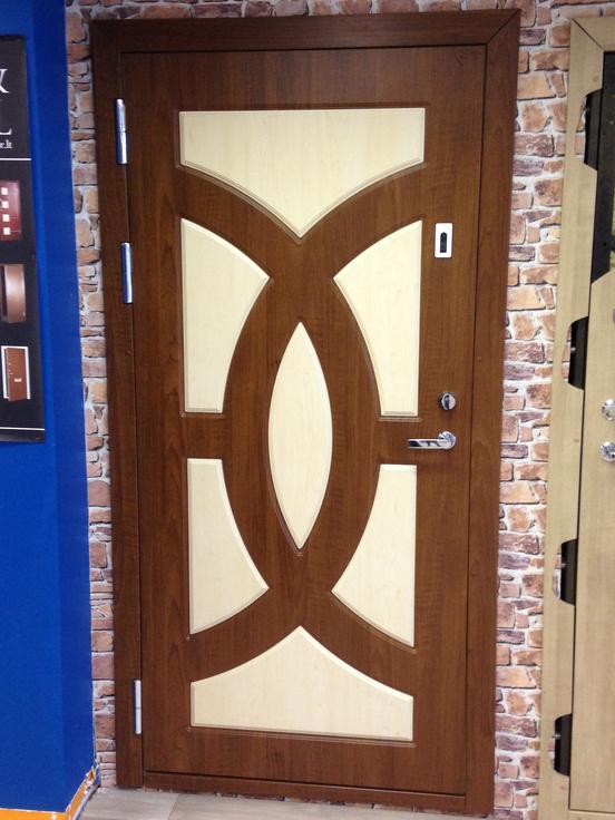 metāla durvis kāpņu telpā